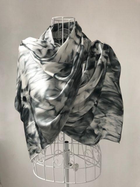 Копринен шал Черно и Бяло2