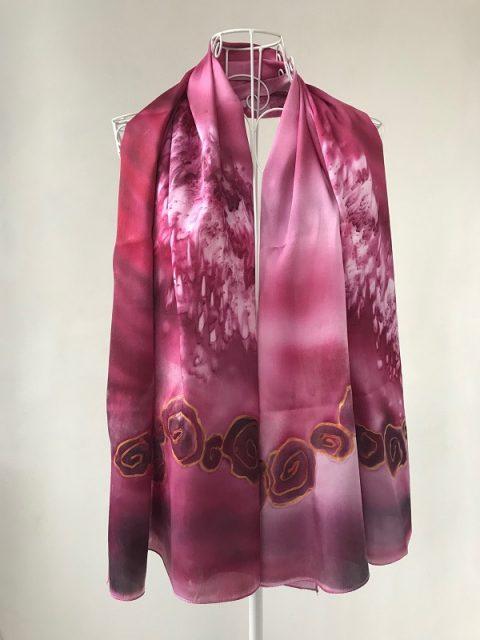 Копринен шал С аромат на рози