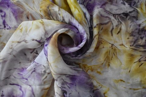 Копринен шал с пурпурни лавандулови цветове