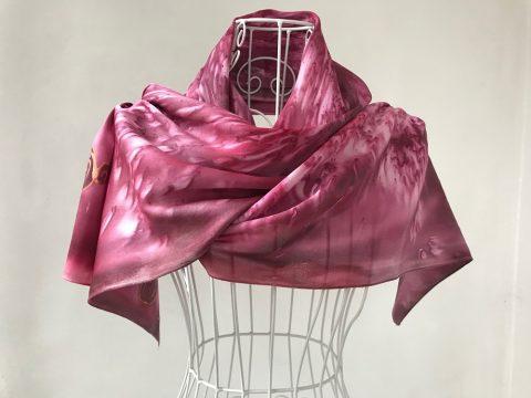 Копринен шал Романтика в цвят кармин
